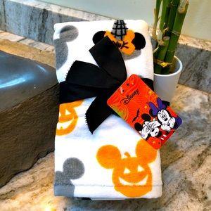 🎃Disney Halloween Mickey and Minnie Hand Towels